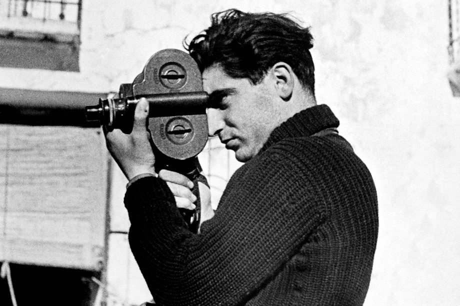 robert_capa - black and white photographers
