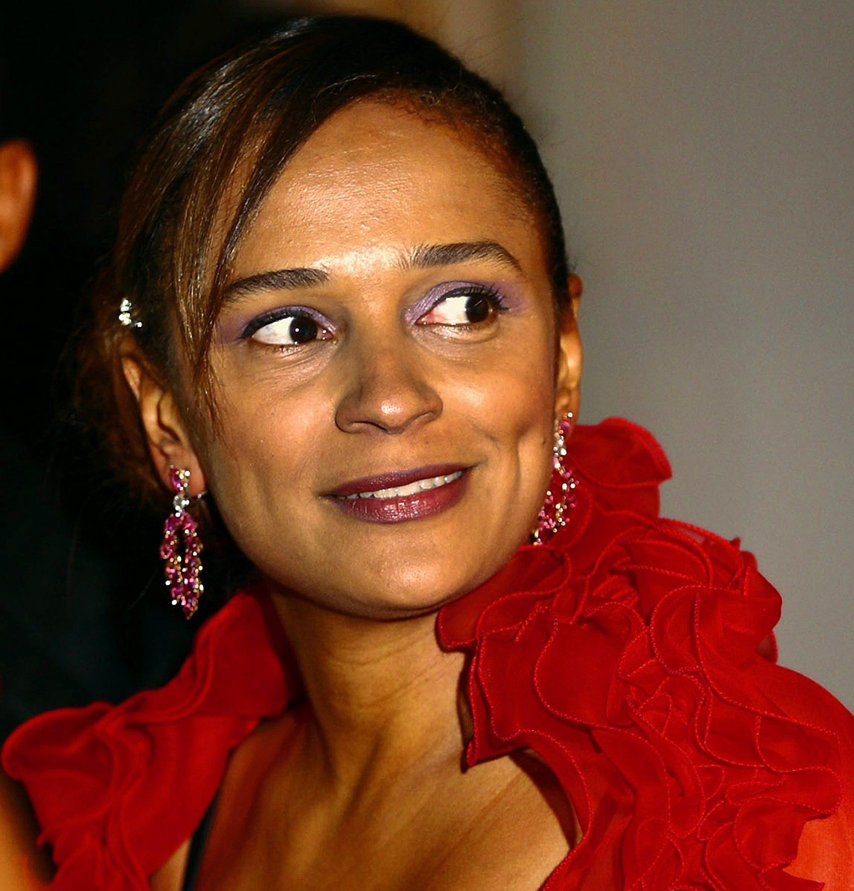 ISABEL DOS SANTOS SMILING IN LUANDA