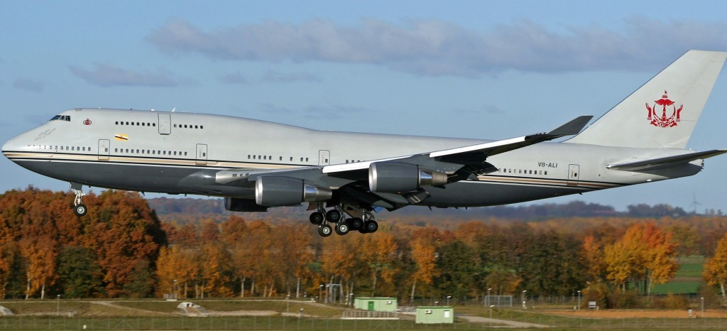 Boeing_747-430_Brunei_Sultan's_Flight_V8-ALI