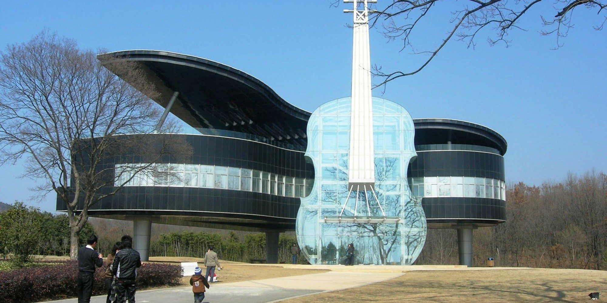 grand piano and violin house china