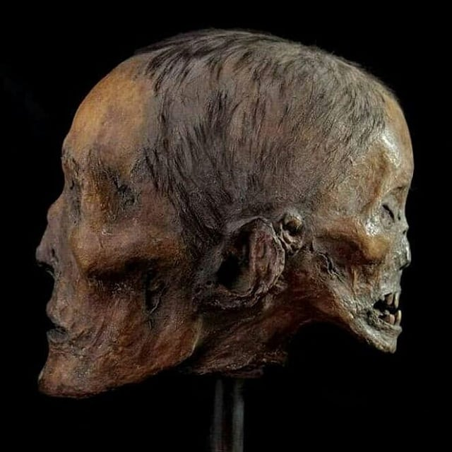 Skull depicting Edward Second Face