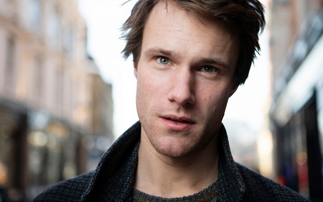 Hugh Skinner – Biography and Personal Life, Movies and TV Shows